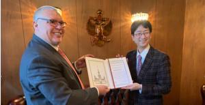 Вручение почётных грамот МГУ японским коллегам